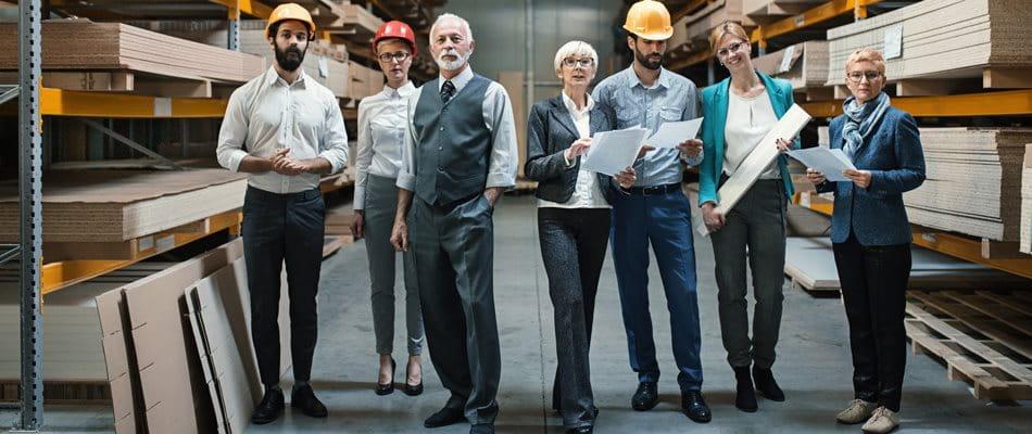 Photo d'équipe avec des employés de différentes générations