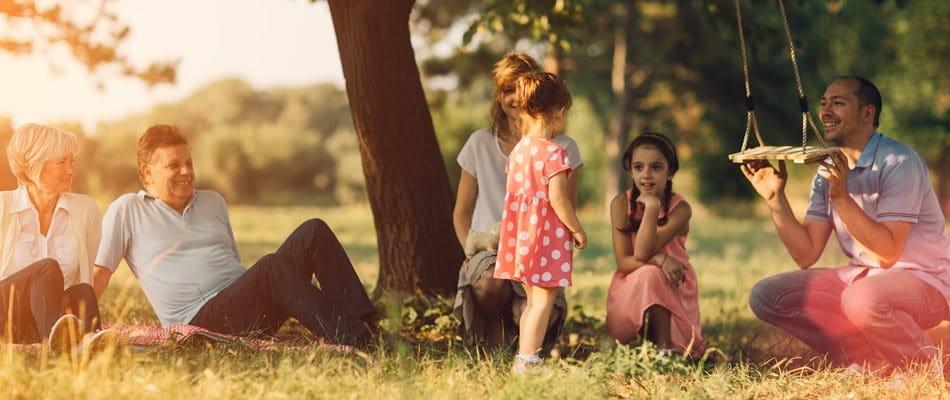 Drei Generationen verbringen einen Tag miteinander