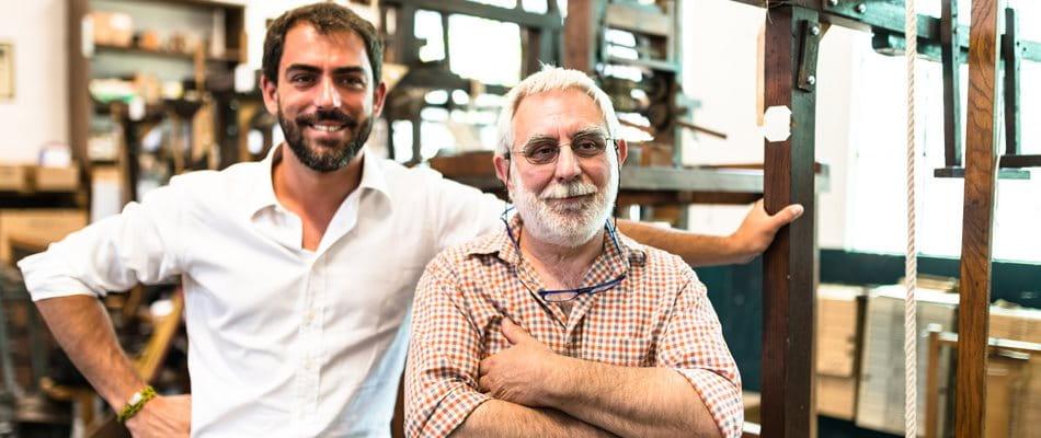 Portrait père et fils dans l'entreprise