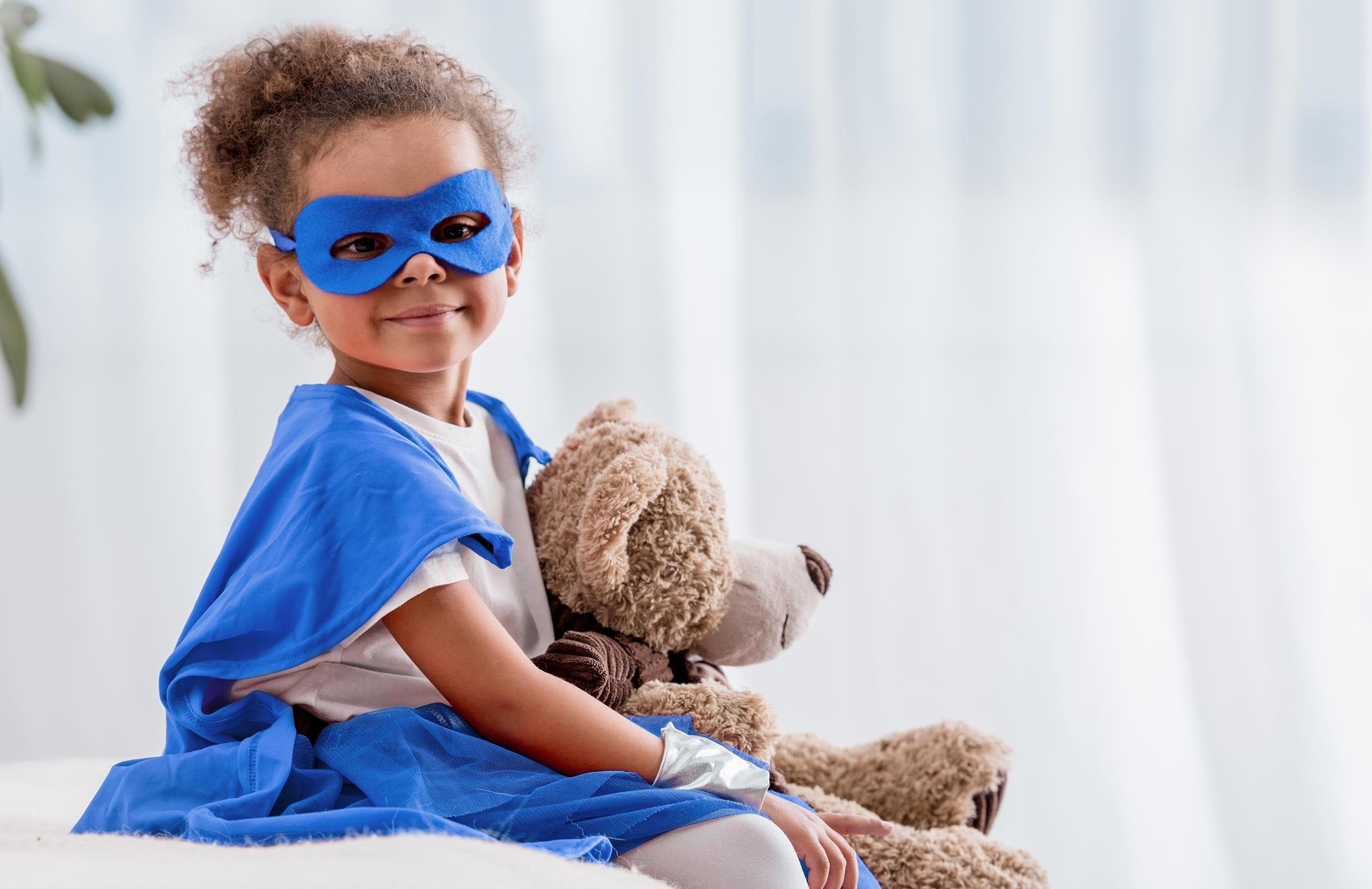 Fille déguisée en super héroïne