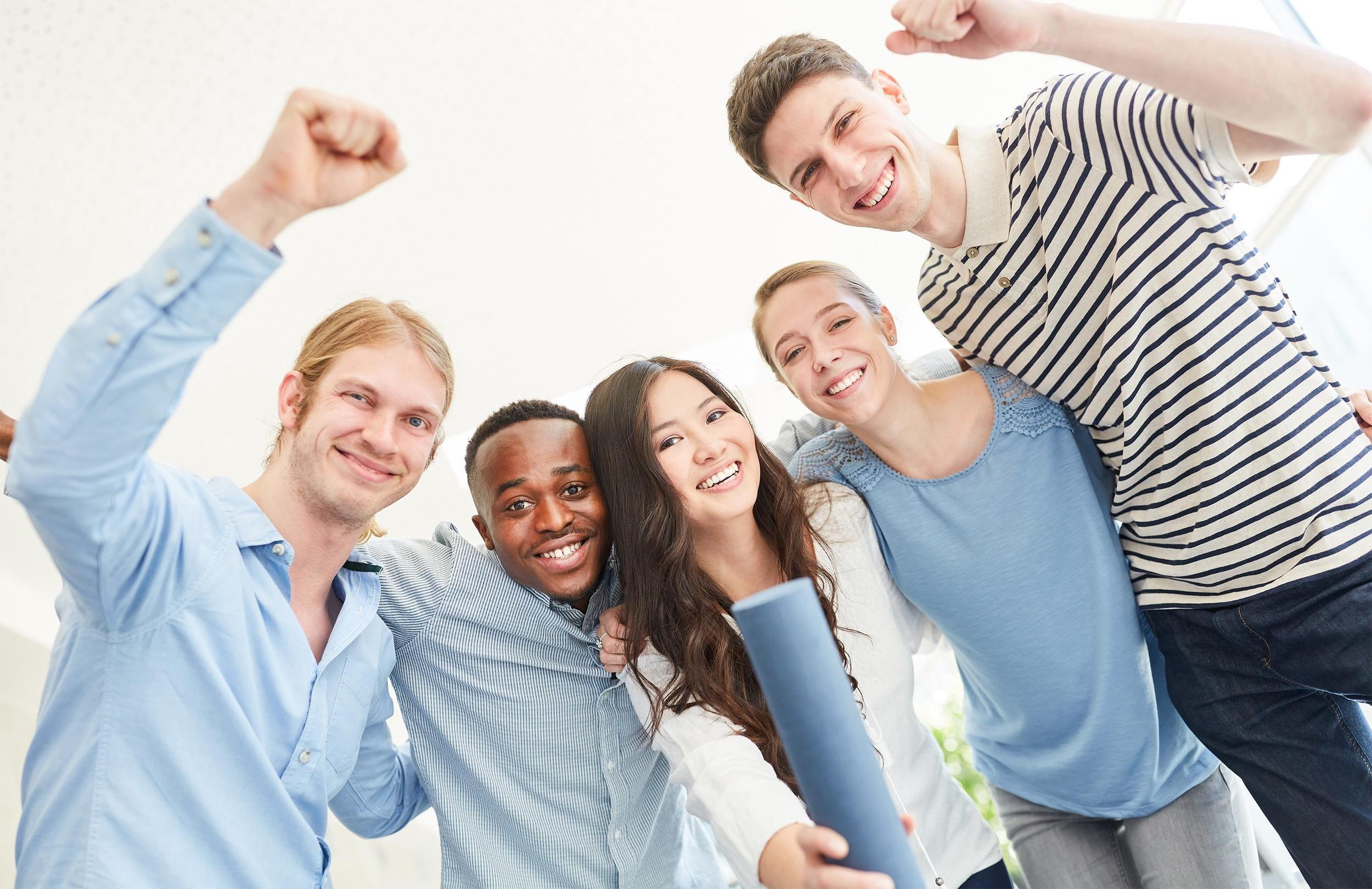 5 optimistische Studenten