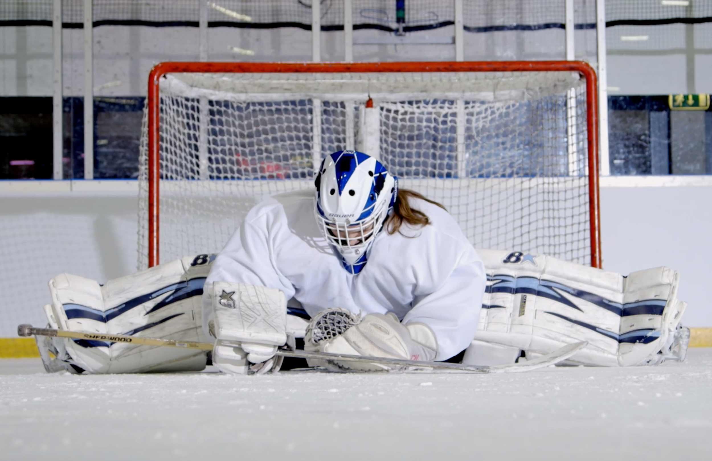 Ice hockey goalkeeper does the splits