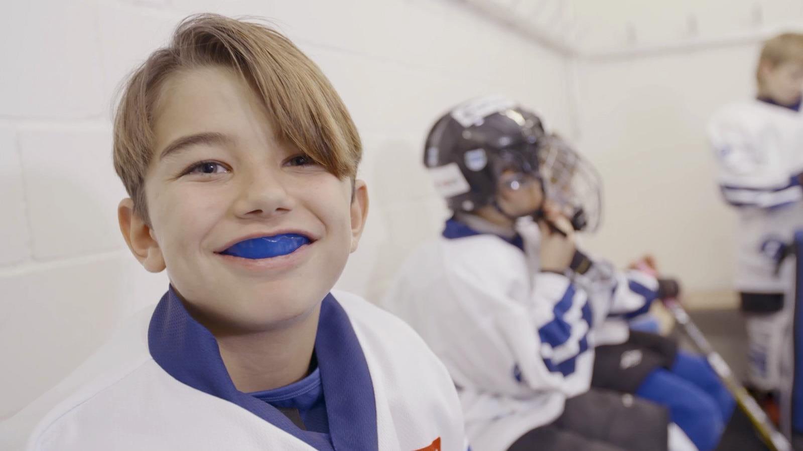 Junger Hockeyspieler