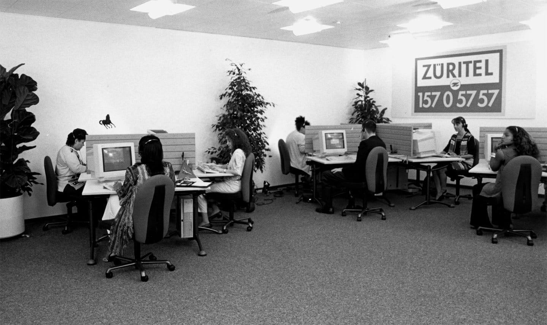 1994: Zurich führt Telefonvertrieb ein