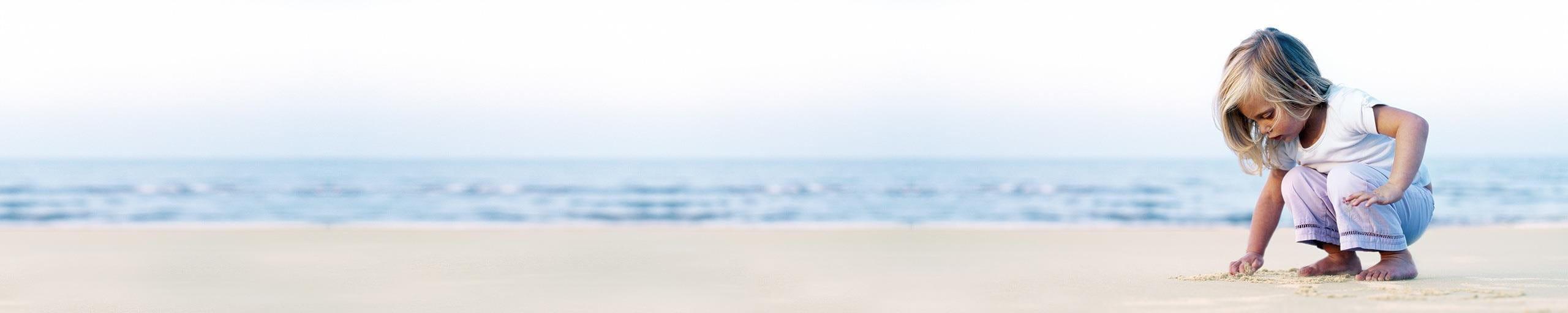 Kind im Sand.