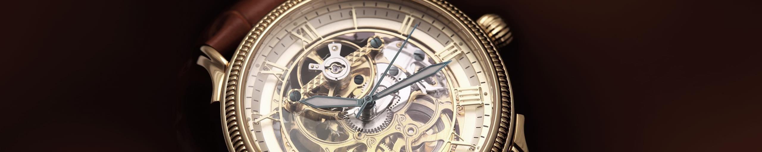 Une montre au cadran transparent.